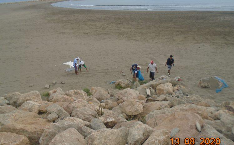 عملية تنظيف الشواطئ من طرف أعوان المؤسسة مستمرة  لاستقبال المصطافين.