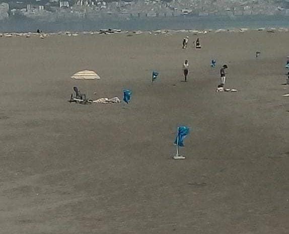 شاطئ العمود الأبيض قبل وبعد عملية تنضيفه من طرف أعوان البحر